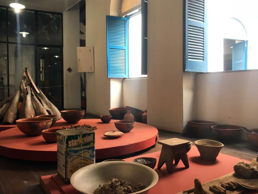 Exposição de peças de cerâmica e sua produção