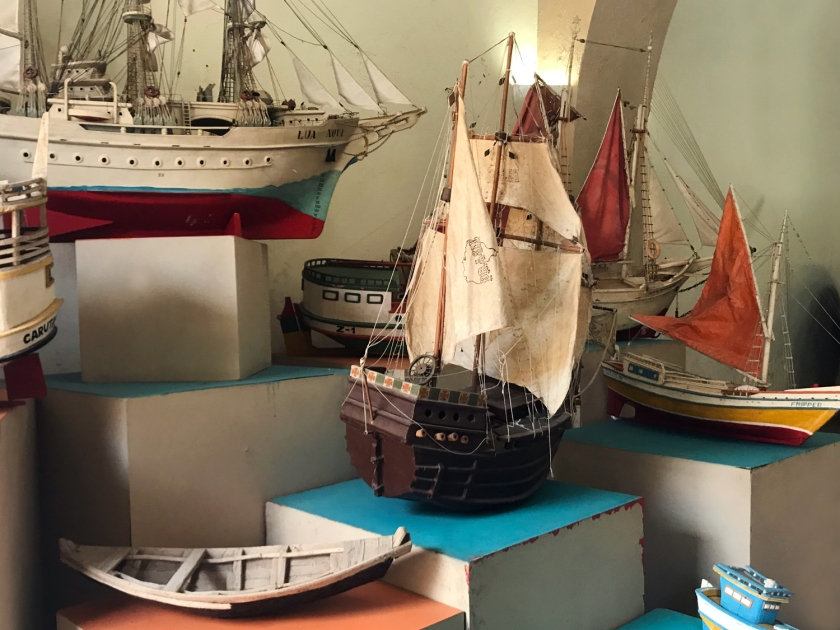 Miniaturas de embarcações regionais