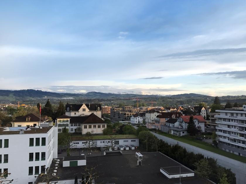 Vista da cidade e dos alpes