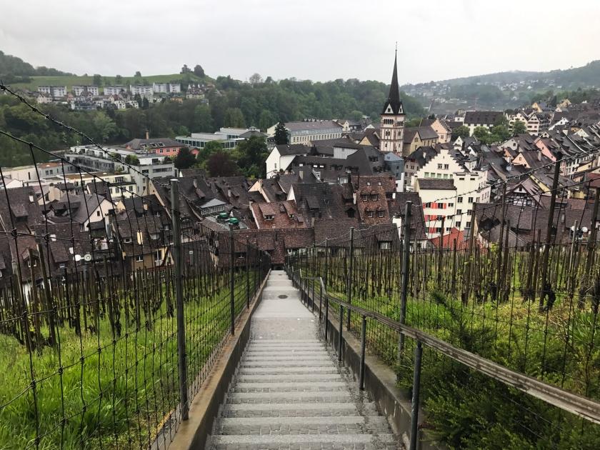 Escada de que liga o centro histórico ao forte