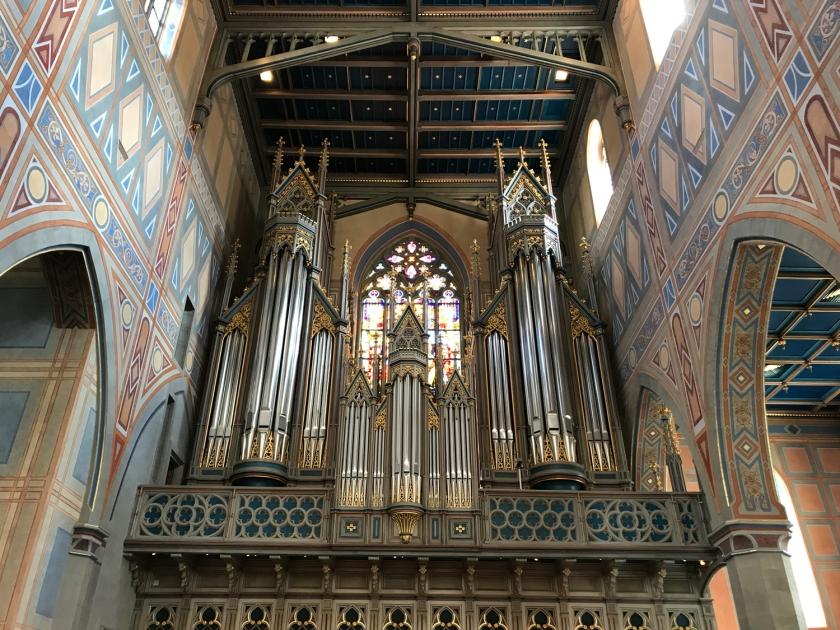 Órgão que fica junto ao altar