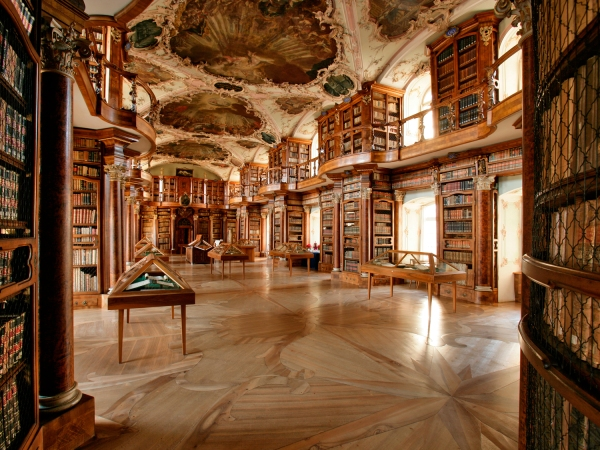 Ambiente interno da biblioteca