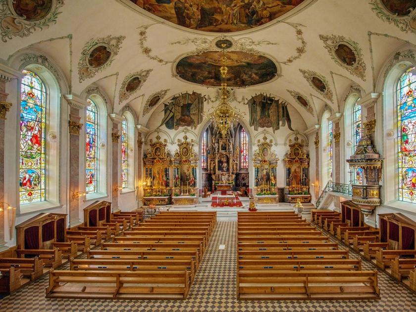 Ambiente interno da Pfarrkirche St. Mauritius