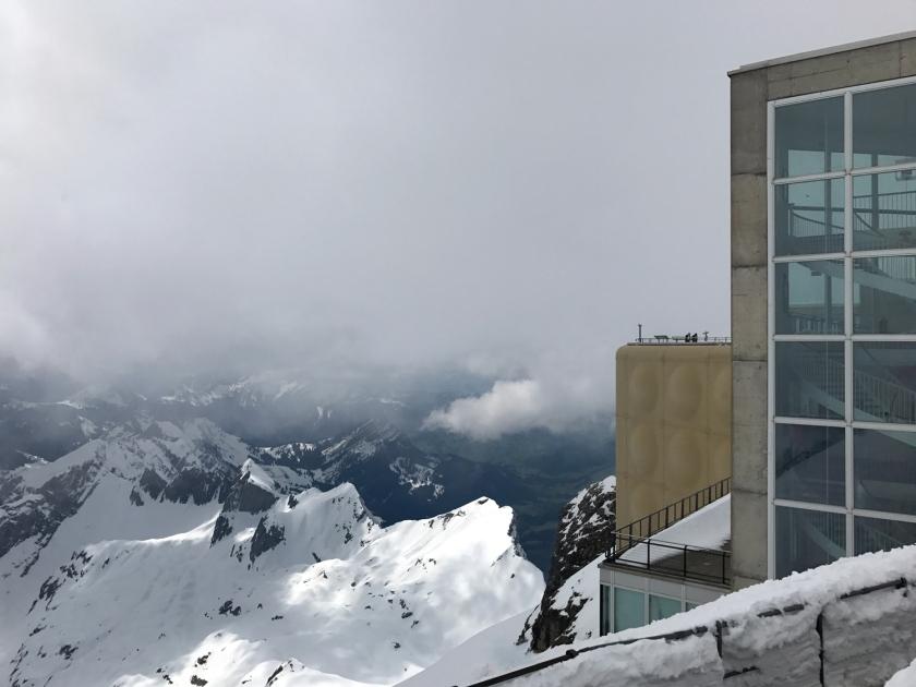 Nuvem cobre a vista das montanhas