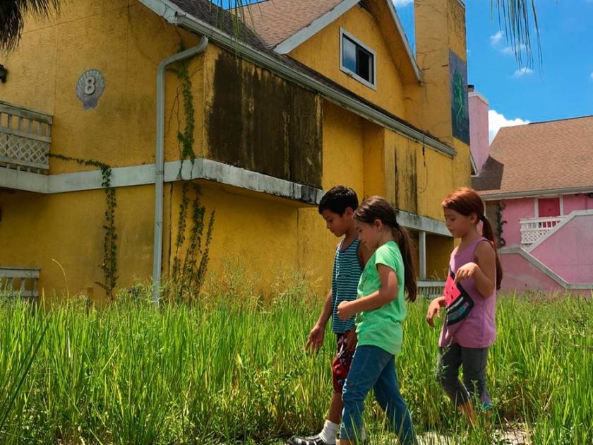 Crianças no subúrbio de Orlando