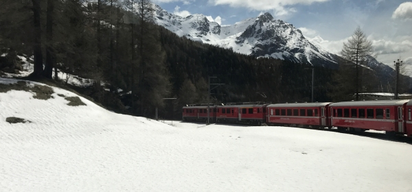 Trem panorâmico do Bernina Express
