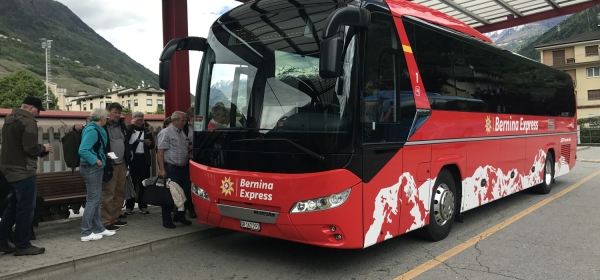 Ônibus panorâmico do Bernina Express