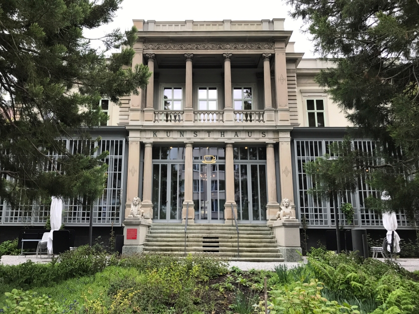 Fachada principal da Villa Planta
