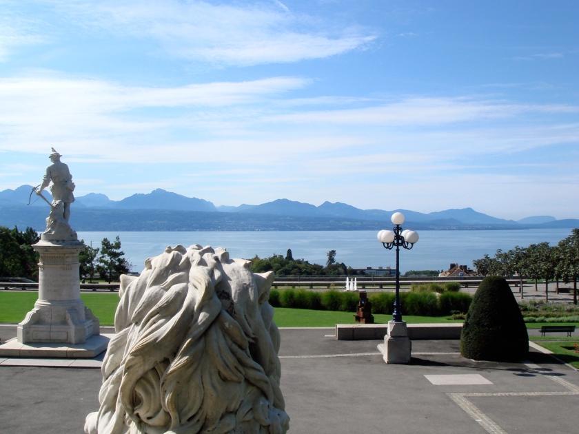 Vista do lago e das montanhas