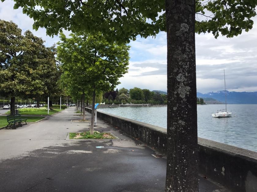 Caminhada à beira do lago