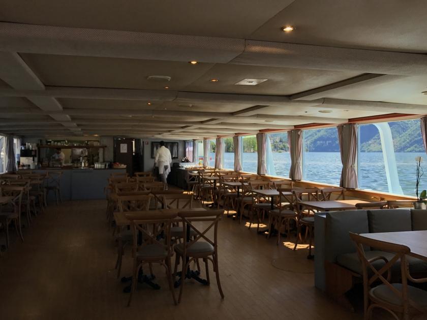 Bar na parte inferior do barco