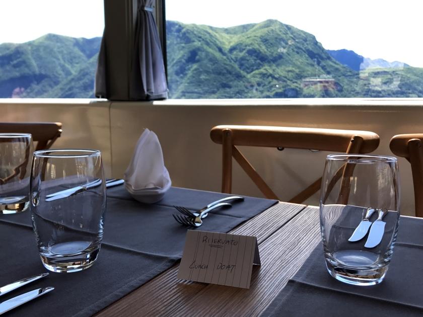 Mesas reservadas para quem for almoçar