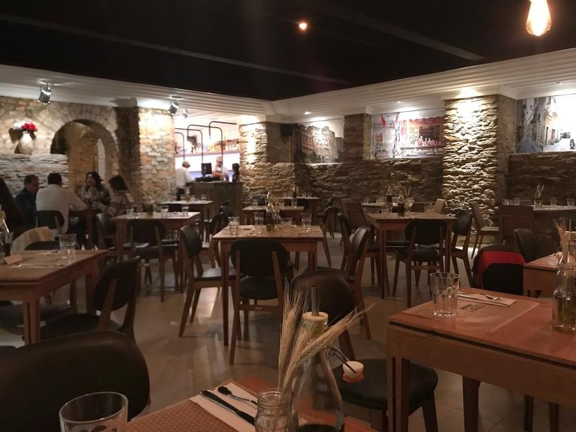 Um dos salões do restaurante