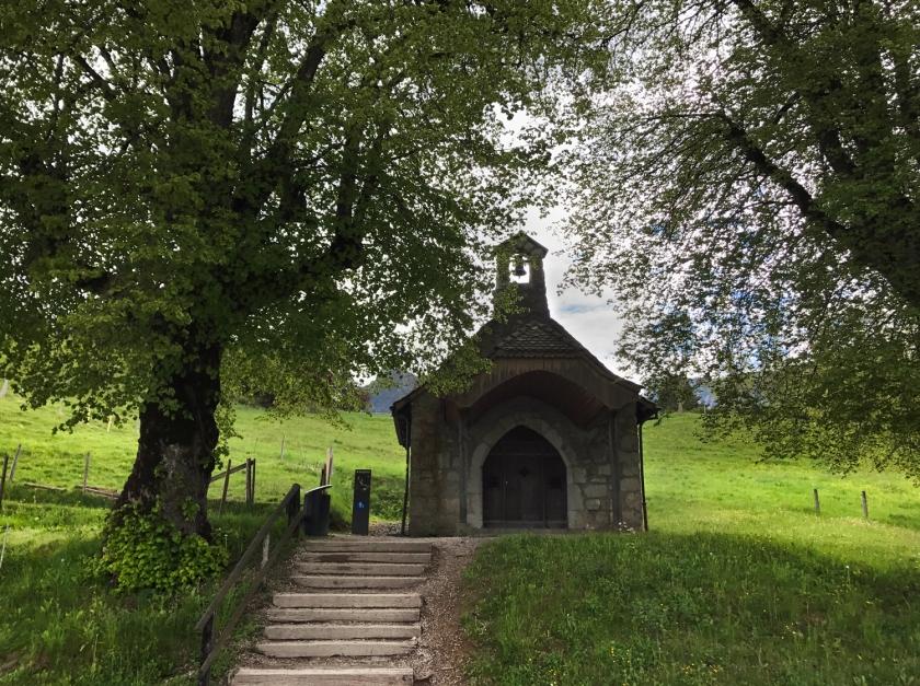 No meio do caminho tinha uma capela