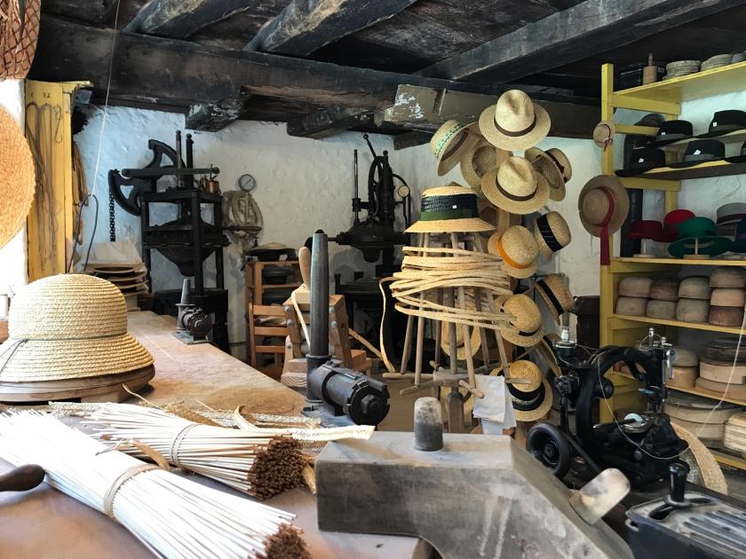 Fabricação de chapéus artesanais