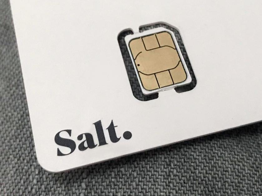 Chip de celular da Salt.