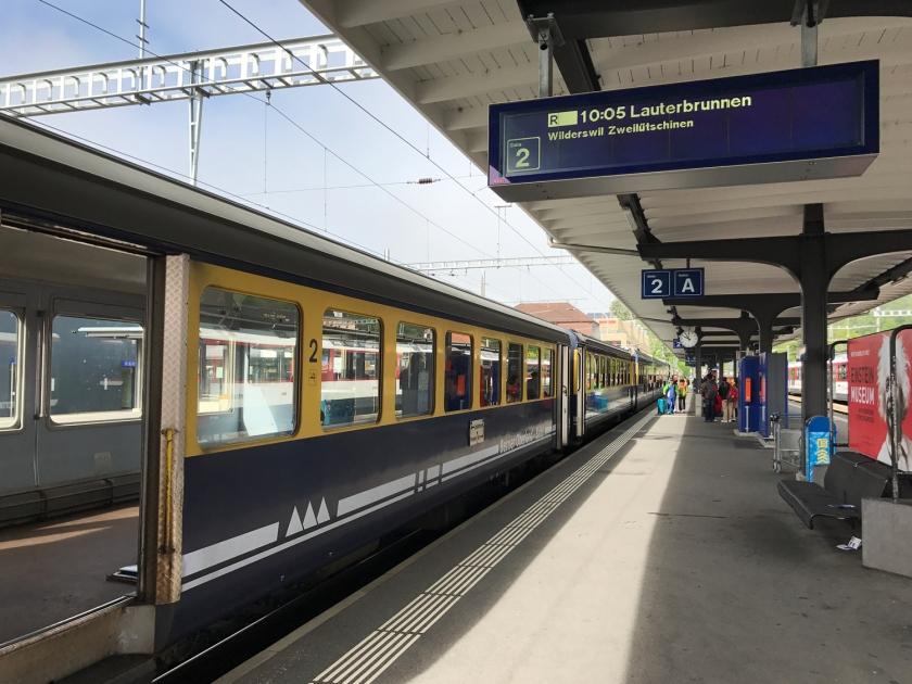 Plataforma de embarque na estação Interlaken Ost