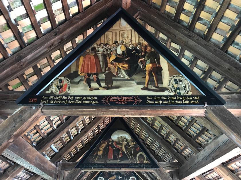 Painéis representam a Dança da Morte