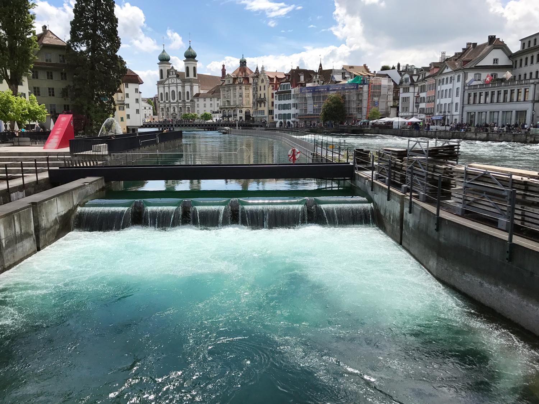 Usina hidrelétrica no rio Reuss