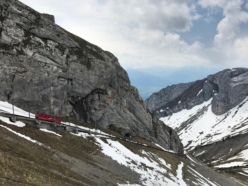 Comboio descendo o monte