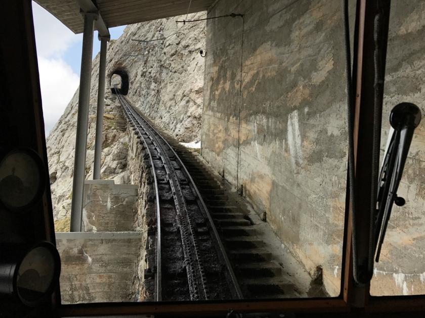 Um dos túneis da ferrovia