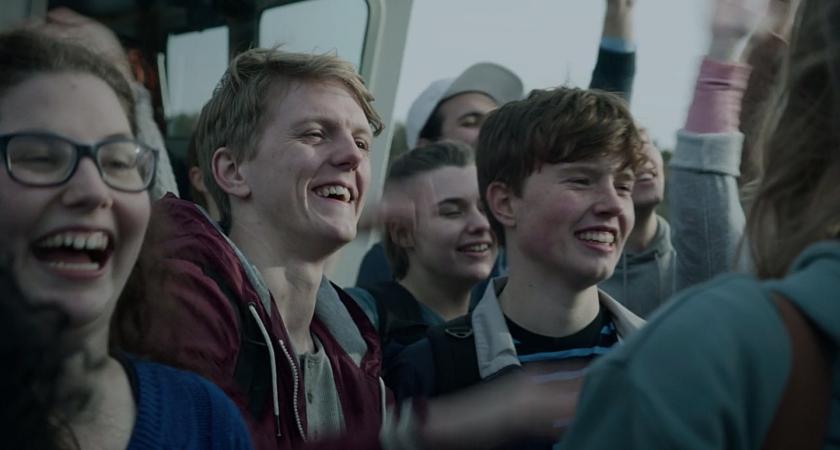 Jovens chegam à ilha de Utøya