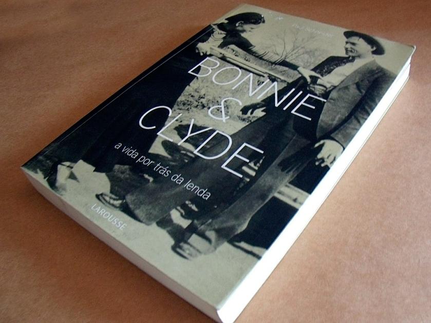 Livro sobre a história dos criminosos