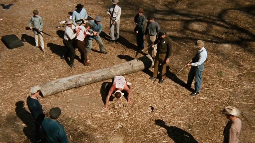 Uma das cenas violentas do filme