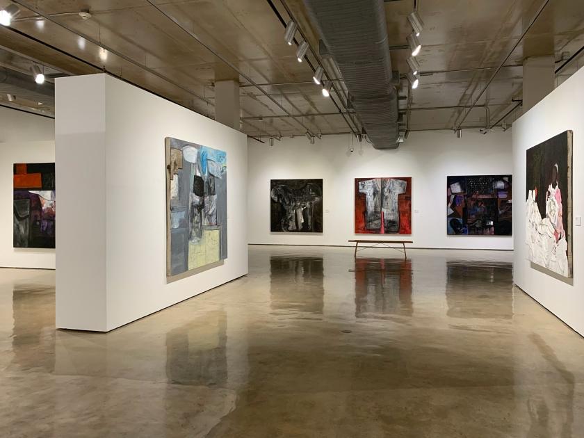 Amplos e organizados espaços de exposição