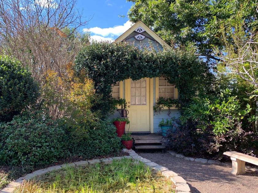 Casa típica e seu jardim