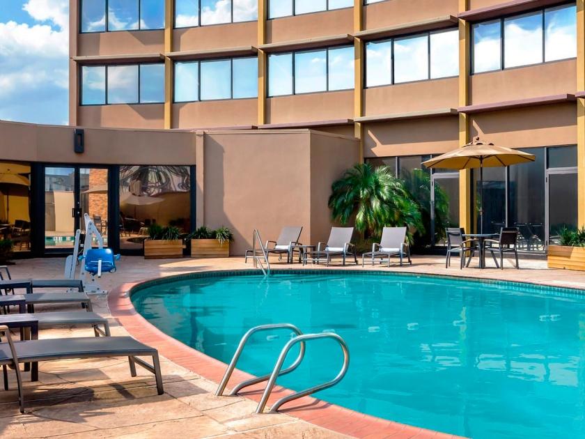 Área livre com piscina