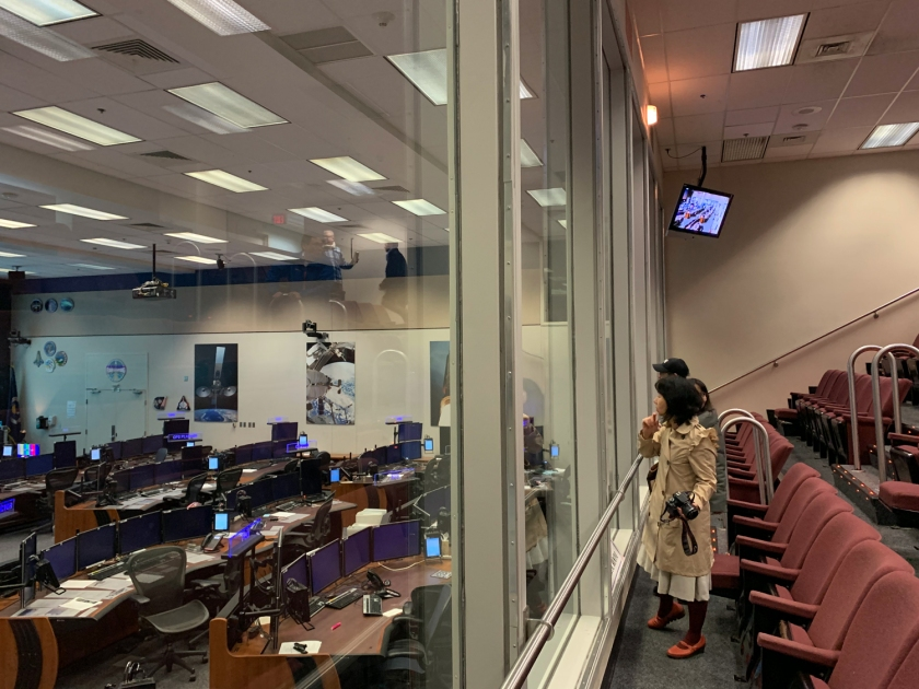 Auditório com vista para a sala de controle