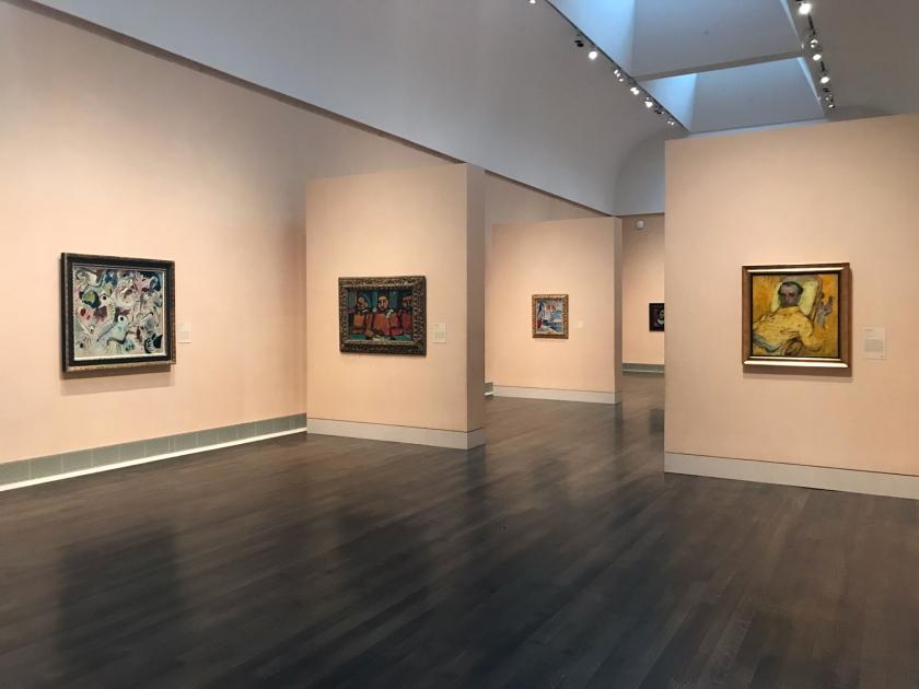 Salas de exposição espaçosas