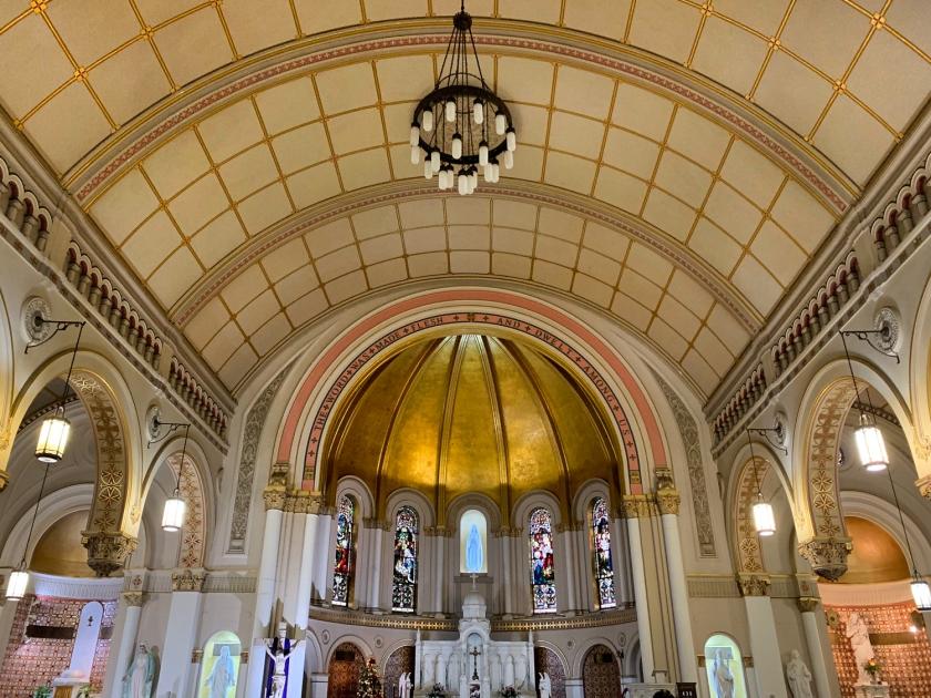 Vista do altar principal da igreja