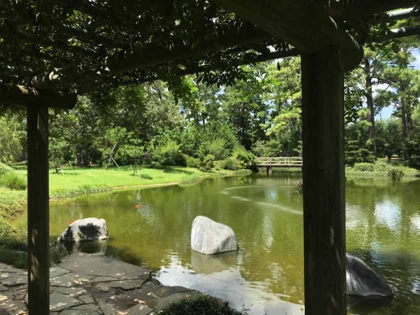 Pérgola com vista para lago