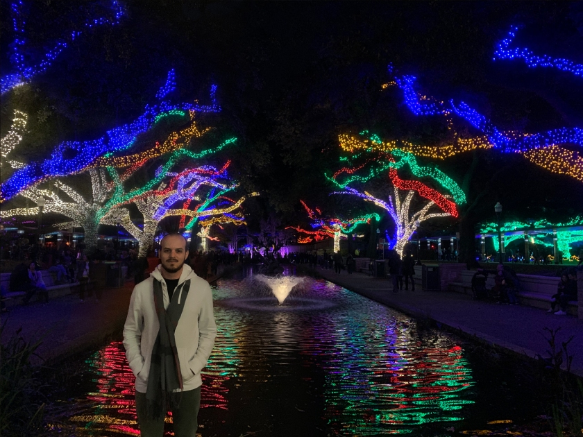Fonte iluminada no Zoo Lights