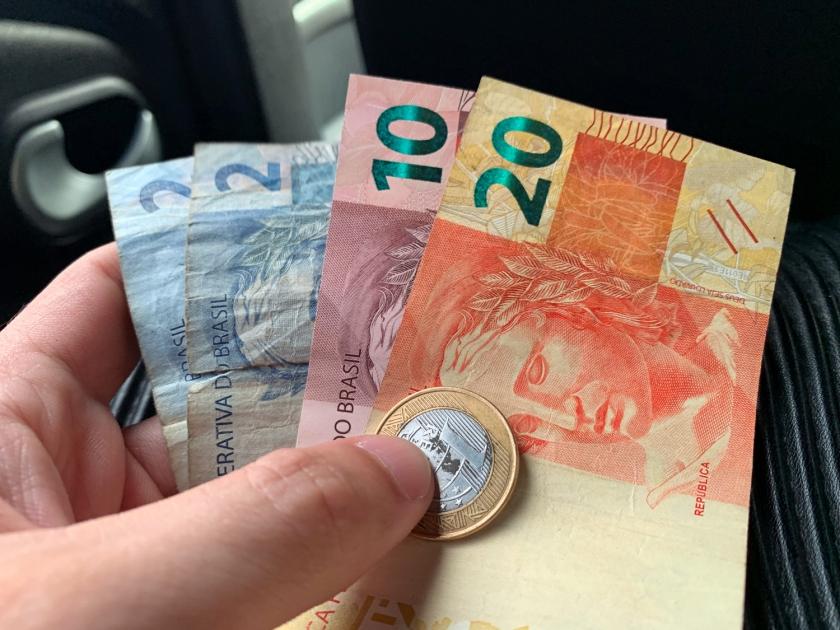 Dinheiro para a volta de táxi