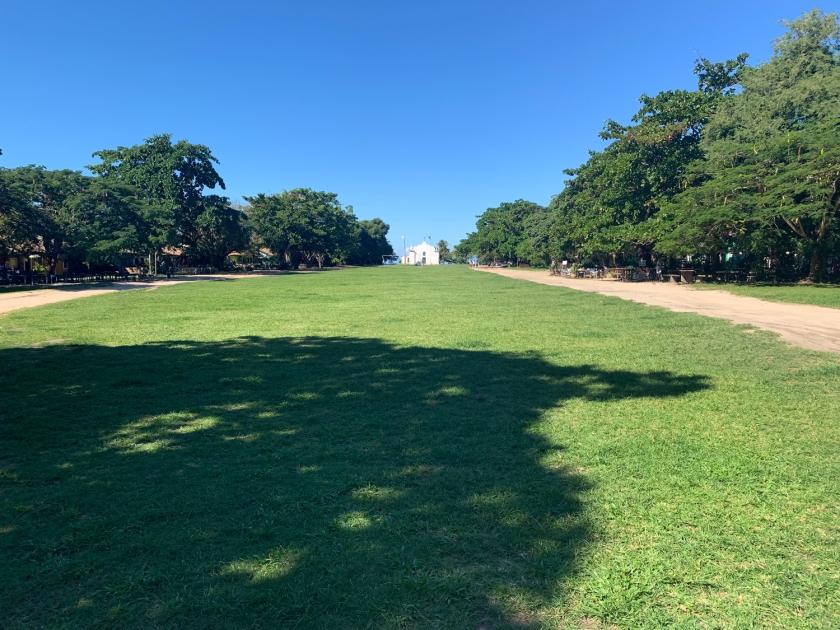 O extenso gramado do Quadrado