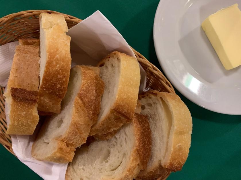 Pão italiano com manteiga