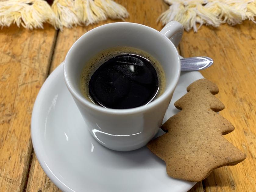 Café e biscoito de gengibre