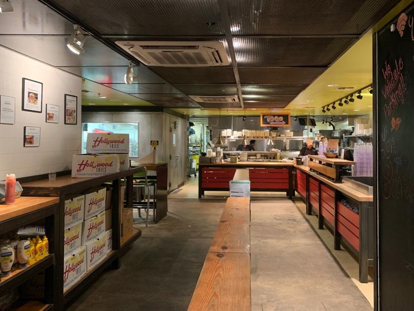 Cozinha aberta e caixa