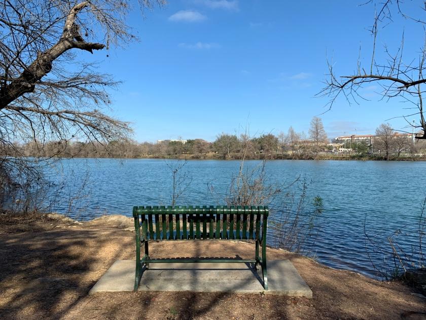 Banco com vista para o lago