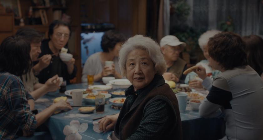 Família reunida em volta da mesa