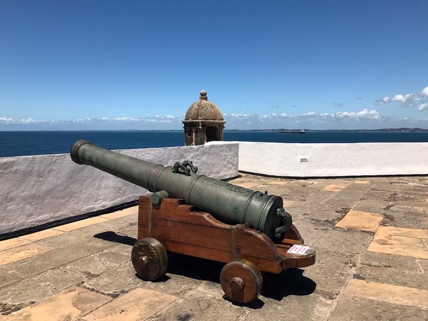 Canhão de defesa no forte