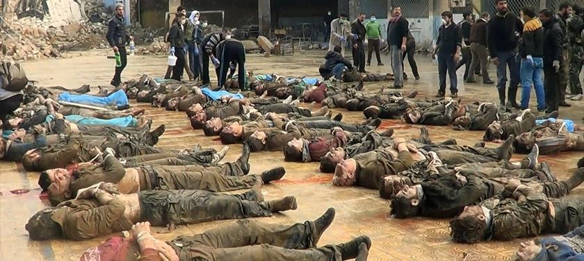 Muitas cenas mostram pessoas mortas