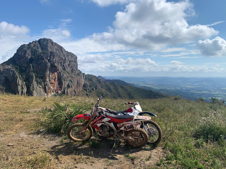 Motocross na montanha