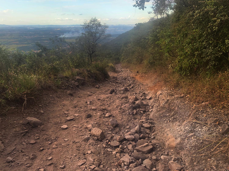 Caminho cheio de pedras