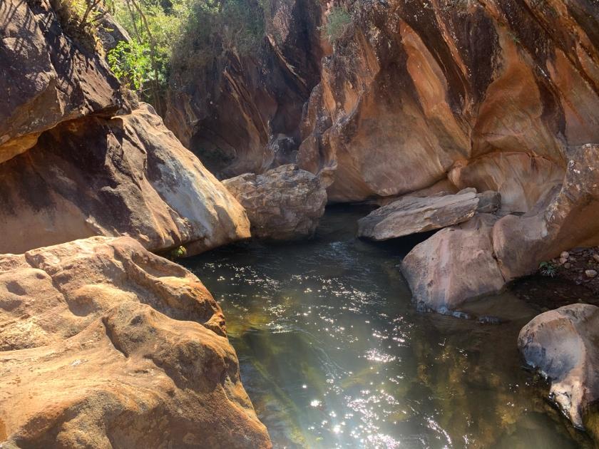 Caminho escondido para a Cachoeira da Ostra