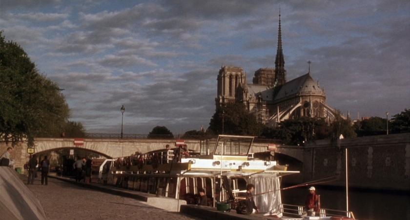 Batobus ancorado perto da Notre-Dame
