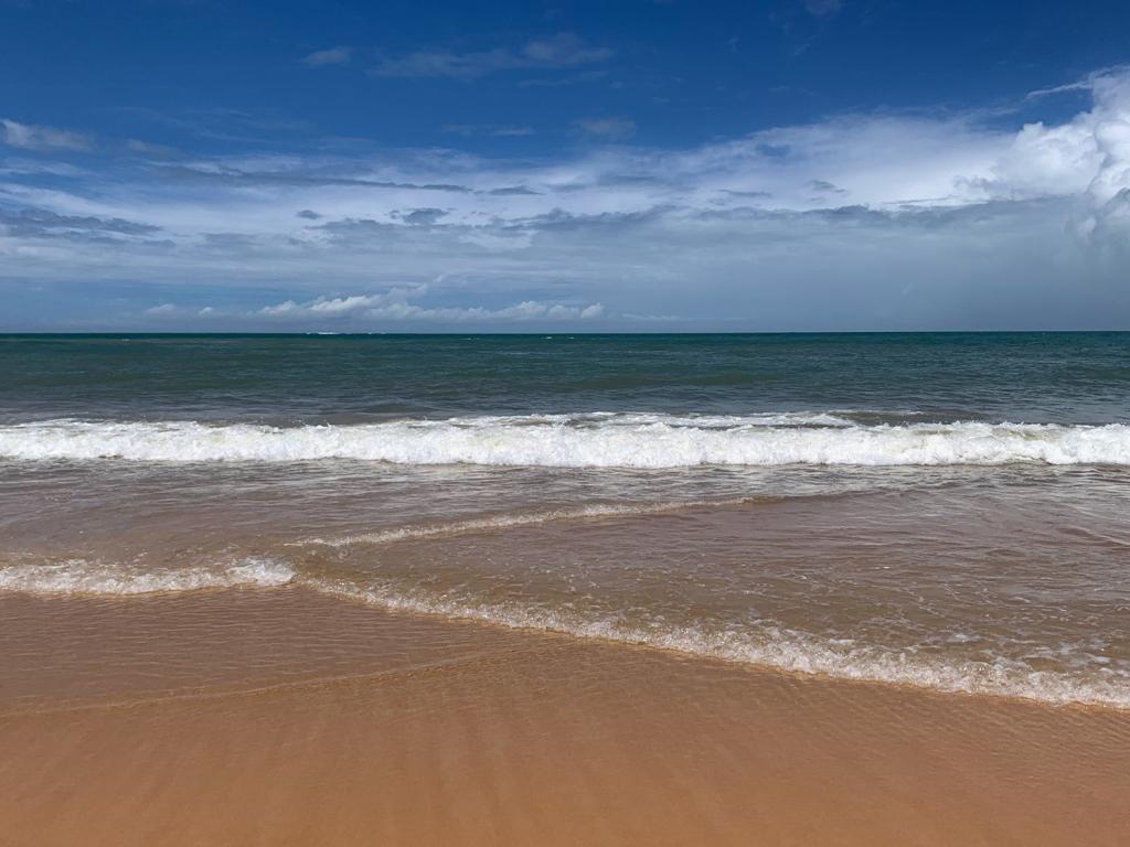 Mar de águas transparentes